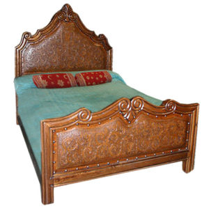 Elizabeth King Bed, Colonial, Rustic